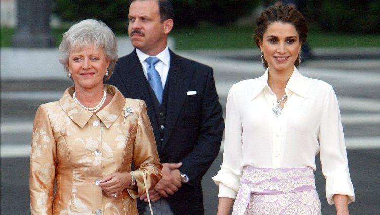 Rania de Jordania y la Princesa Muna en la boda del Príncipe Felipe y Letizia Ortiz
