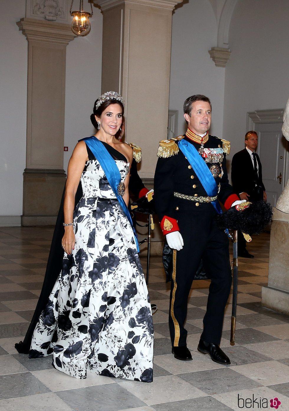 Federico y Mary de Dinamarca en la cena de gala en honor a Emmanuel Macron