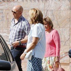 María Teresa Campos visitando a su hija Carmen Borrego en el hospital