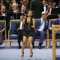Ariana Grande en el funeral de Aretha Franklin