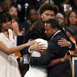 Familiares de Aretha Franklin durante el funeral