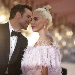 Bradley Cooper y Lady Gaga muy cómplices en Venecia