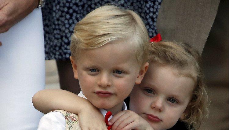 Los Príncipes Jacques y Gabriella de Mónaco, muy cariñosos en el picnic del final del verano 2018