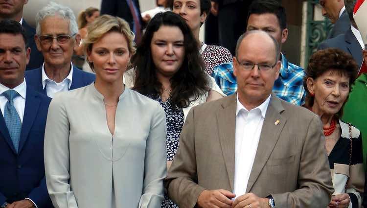 Los Príncipes Alberto y Charlene de Mónaco con sus hijos en el picnic del final de verano 2018