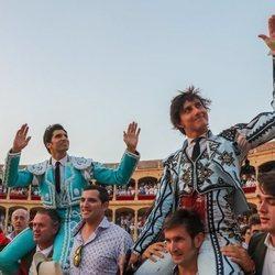 Cayetano Rivera y Roca Rey saliendo a hombros de la Goyesca 2018