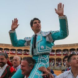 Cayetano Rivera saliendo a hombros de la Goyesca 2018