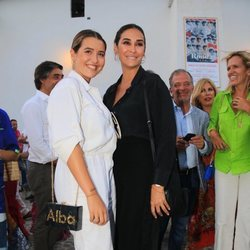 Vicky Martín Berrocal con su hija Alba Díaz en la Goyesca 2018