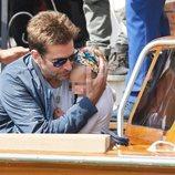 Bradley Cooper cuidando delicadamente a su hija en Venecia