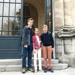 Gabriel, Leonor y Manuel de Bélgica en su primer día de colegio