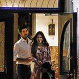 Ana Guerra y Miguel Ángel Muñoz saliendo de cenar de un restaurante