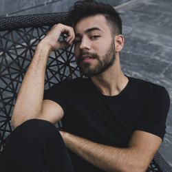 Agoney presenta su single 'Quizás'