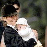 La Infanta Elena con Victoria Federica cuando era un bebé