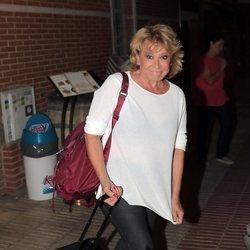 Mila Ximénez al salir del trabajo por las calles de Madrid