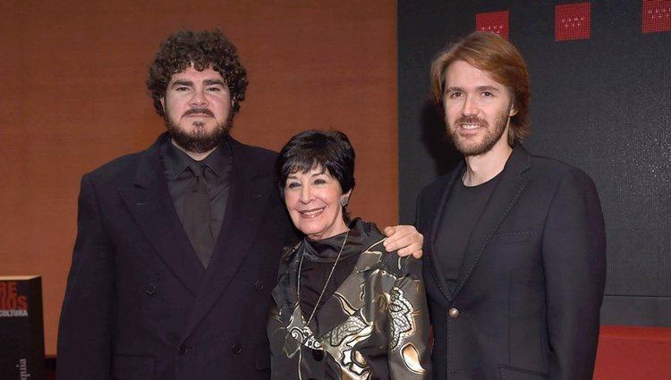 Concha Velasco junto a sus hijos Paco y Manuel