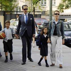La Infanta Elena y Jaime de Marichalar llevan a sus hijos Froilán y Victoria Federica al colegio