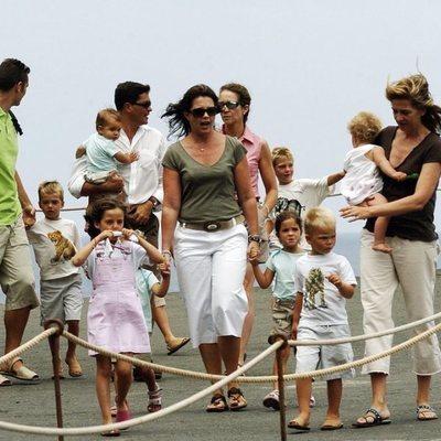La Infanta Elena con sus hijos, la Infanta Cristina e Iñaki Urdangarin con sus hijos y Alexia de Grecia y Carlos Morales con sus hijos en Lanzarote