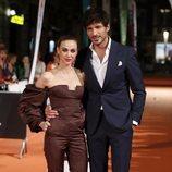 Marta Hazas y Andrés Velencoso en la premiere de la segunda temporada de 'Velvet Colección' en el FesTVal de Vitoria