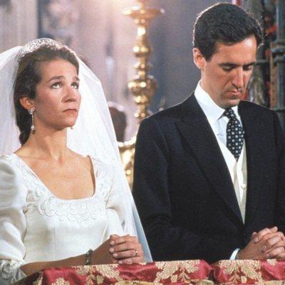 La Infanta Elena y Jaime de Marichalar durante su boda en Sevilla
