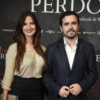Alberto Garzón y Anna Ruiz en la presentación de una película
