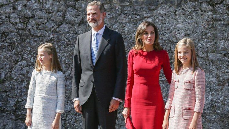Los Reyes Felipe y Letizia, la Princesa Leonor y la Infanta Sofía camino a la Santa Cueva de Covadonga
