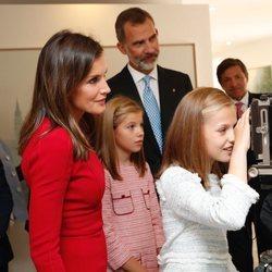 Los Reyes Felipe y Letizia, la Princesa Leonor y la Infanta Sofía en el Museo de Covadonga