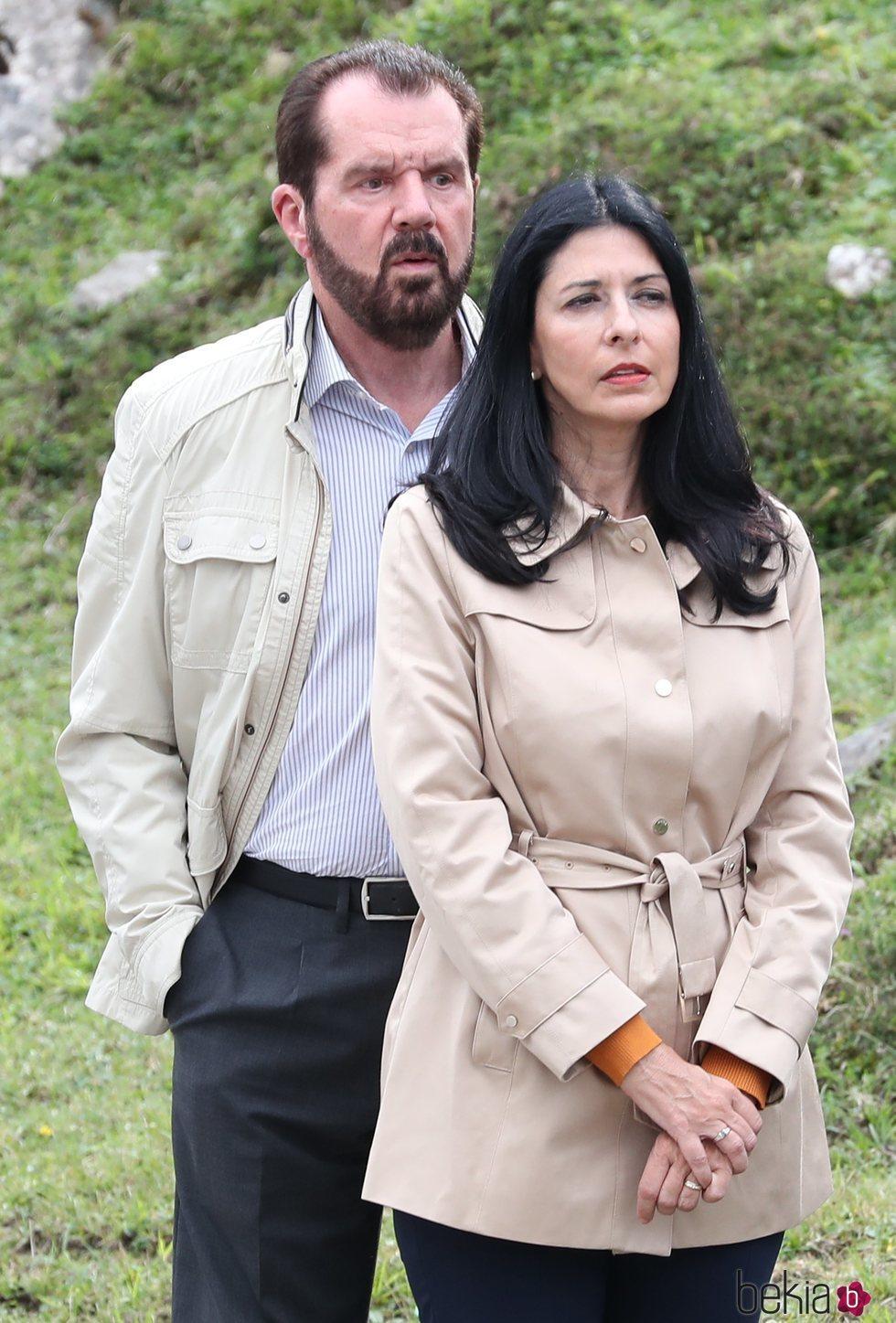Jesús Ortiz y Ana Togores durante la visita de la Familia Real a Covadonga