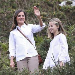 La Reina Letizia y la Princesa Leonor en la subida a los Lagos de Covadonga
