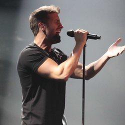 Pablo Alborán cantando en el concierto 'Vive Dial' 2018 en Madrid