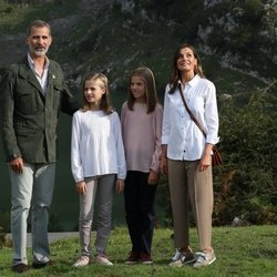 Los Reyes y sus hijas Leonor y Sofía en los Lagos de Covadonga