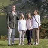 Los Reyes Felipe y Letizia, la Princesa Leonor y la Infanta Sofía en los Lagos de Covadonga