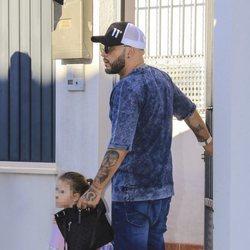 Kiko Rivera acompañando a su hija Ana en su primer día de colegio