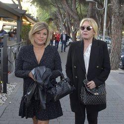 Terelu Campos y Mila Ximénez dando un paseo por Madrid