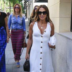 Paula Echevarría de paseo por las calles de Madrid rodeada de amigas
