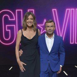 Jorge Javier Vázquez y Sandra Barneda en el posado oficial de 'GH VIP 6'