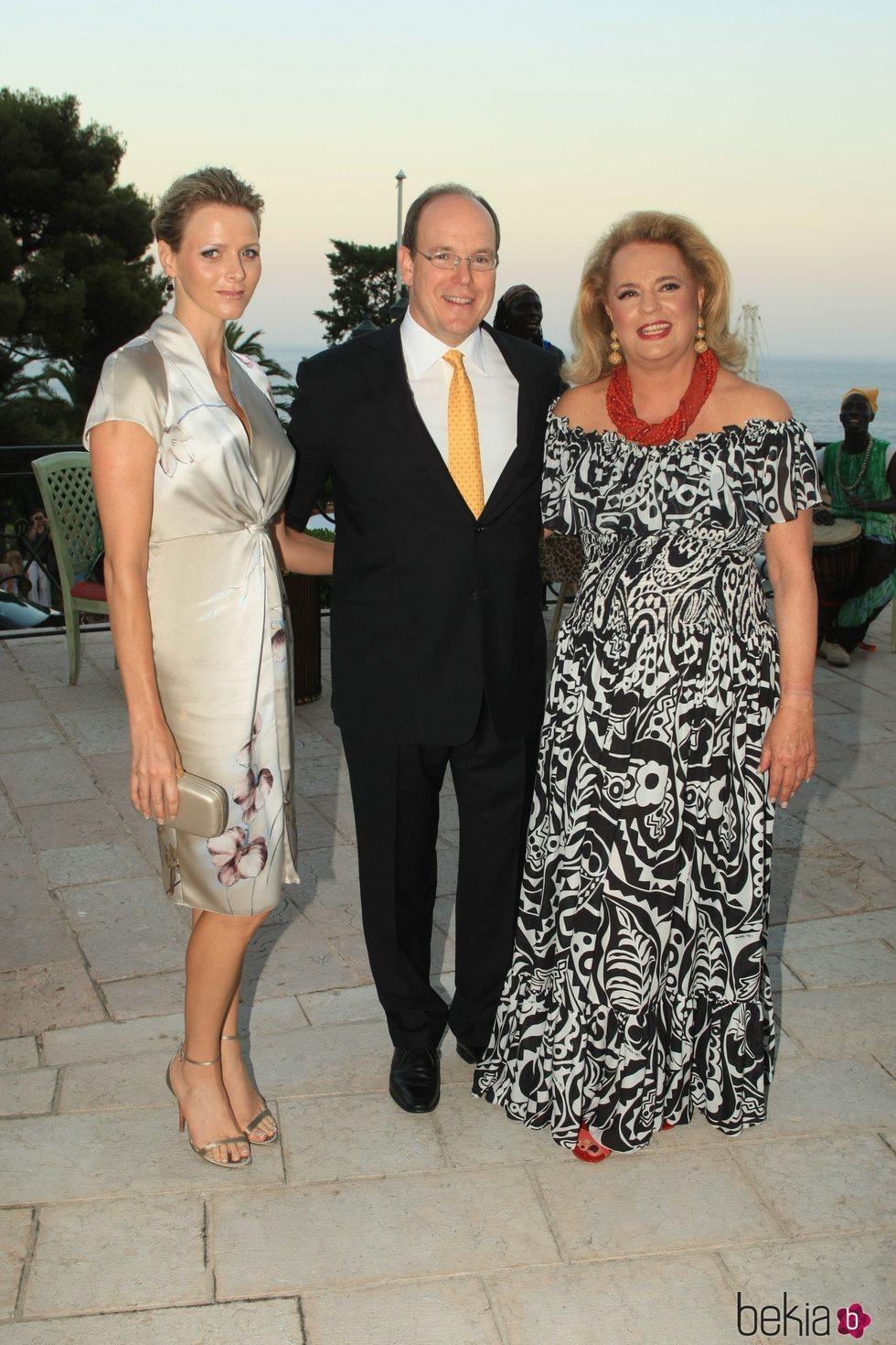 Alberto y Charlene de Mónaco junto a Ira de Fürstenberg