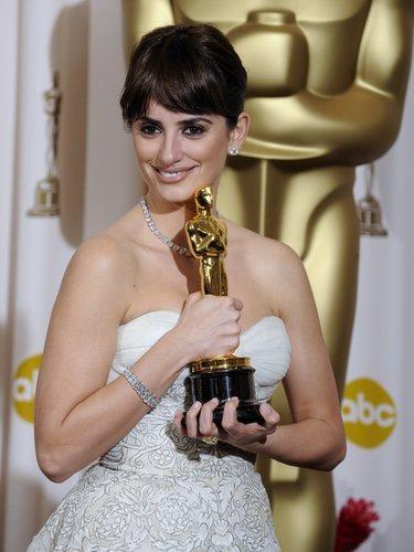 Penélope Cruz con su Oscar en 2008