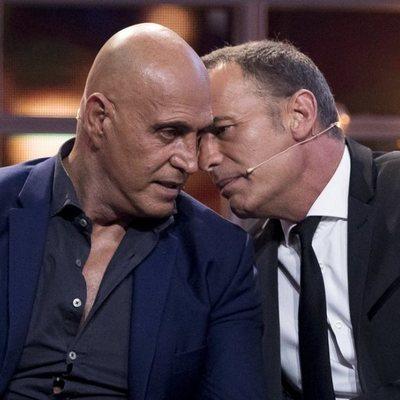 Carlos Lozano y Kiko Matamoros hablando en la primera gala de 'Gran Hermano VIP 6'