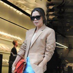 Victoria Beckham a la entrada de su desfile en la London Fashion Week