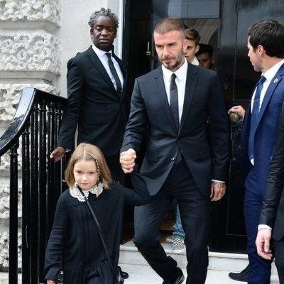 David Beckham y su hija Harper en la London Fashion Week