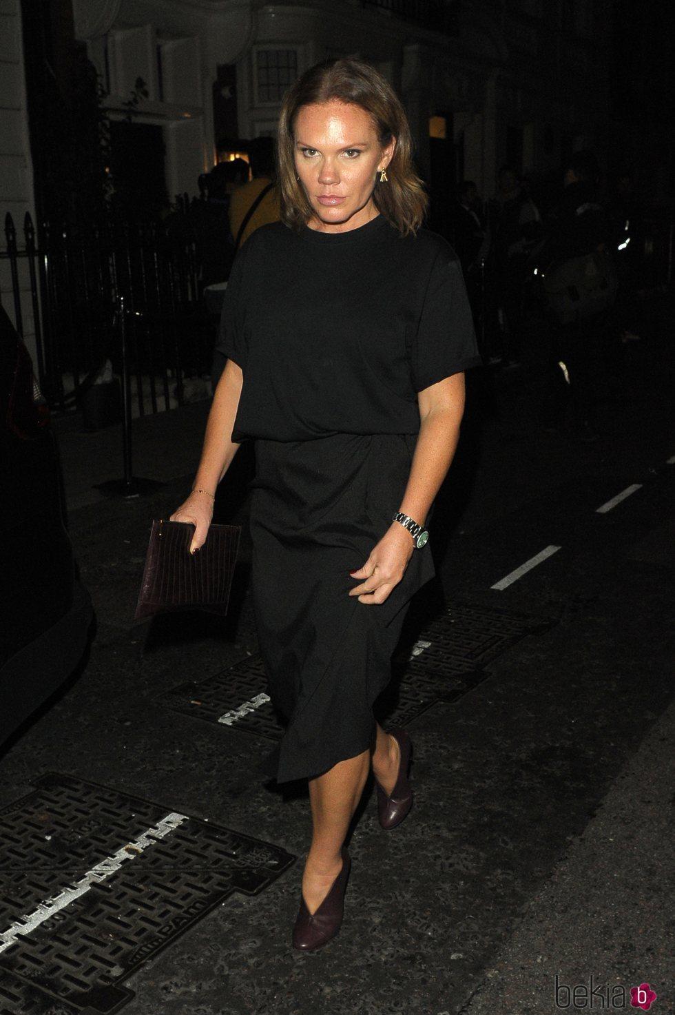 Louise Adams acude a la fiesta de su hermana, Victoria Beckham, en Londres