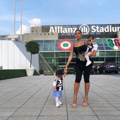 Georgina Rodríguez va a ver a la Juventus con los mellizos Eva y Mateo