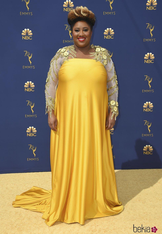 Ashley Nicole Black en la alfombra roja de los Premios Emmy 2018