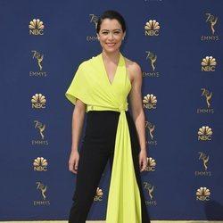 Tatiana Maslany en la alfombra roja de los Premios Emmy 2018