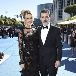 Antonio Banderas y Nicole Kimpel en los Premios Emmy 2018