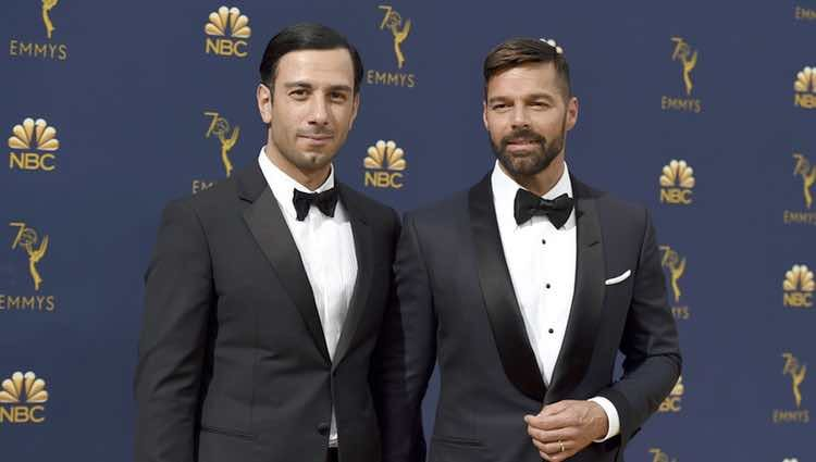 Ricky Martin y Jwan Yosef en la alfombra roja de los Premios Emmy 2018