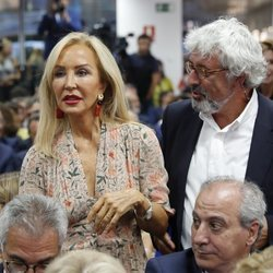 Carmen Lomana durante un discurso de Pablo Casado