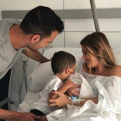 Elena Galera y Sergio Busquets anunciando el nacimiento de su segundo hijo