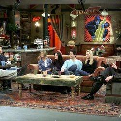 El reparto de 'Friends' en el decorado de la cafetería Central Perk