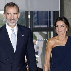 Los Reyes Felipe y Letizia entrando al Teatro Real para inaugurar la temporada 2018