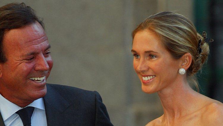 Julio Iglesias junto a su mujer Miranda Rijnsburger